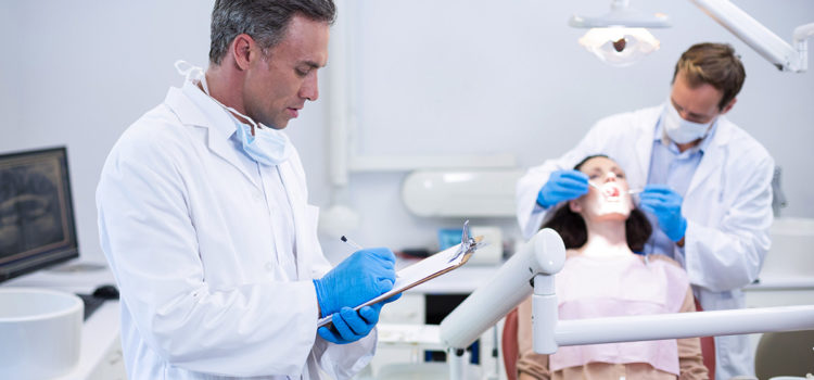What is the Difference Between a Dentist and Dental Hygienist?